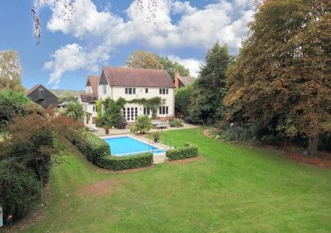 5 bedroom detached house with 1.6 acres